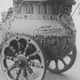 Amusements: Luna Park Chariot