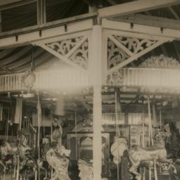 Carousel with Illions carvi...
