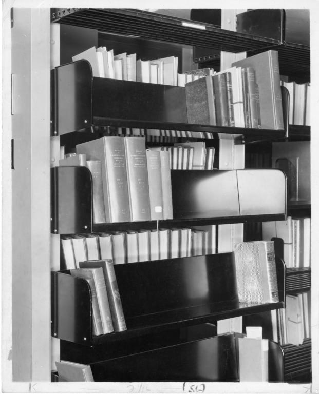 book-sorting-shelves